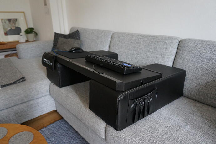 pc spielen von der couch corsair lapdog vs couchmaster. Black Bedroom Furniture Sets. Home Design Ideas