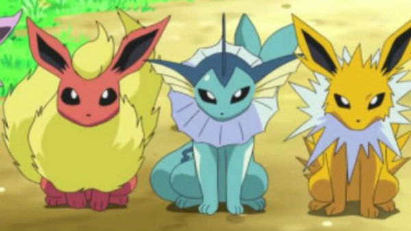 Pokemon Go Eevee - Evolving Eevee into Glaceon and Leafeon