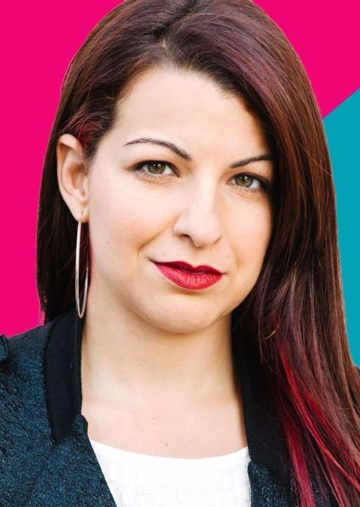 The 36-year old daughter of father (?) and mother(?) Anita Sarkeesian in 2020 photo. Anita Sarkeesian earned a million dollar salary - leaving the net worth at million in 2020