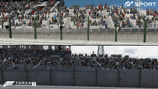 There are two different approaches to crowds between the games. Forza relies mostly on flat bitmap crowds with a small handful of polygonal models waving flags. GT Sport features a mix of very simple 3D polygon models mixed with a few 2D crowd members.