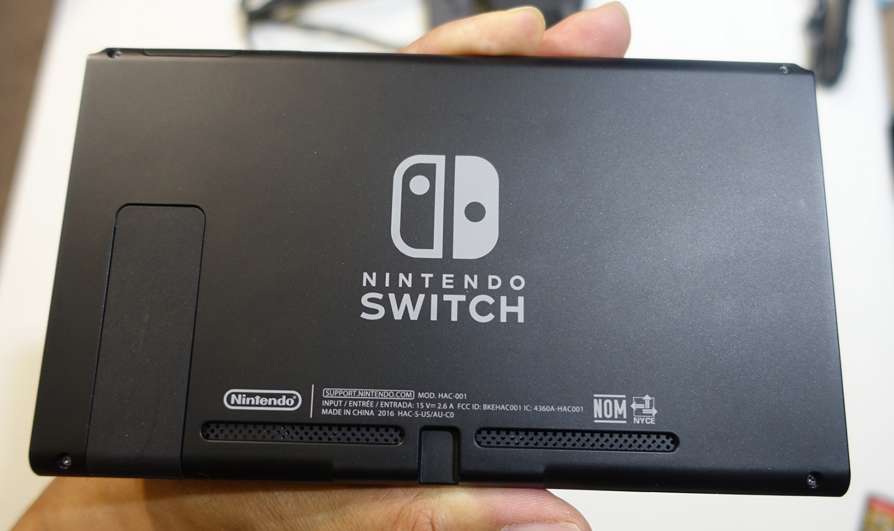 where is the nintendo switch serial number