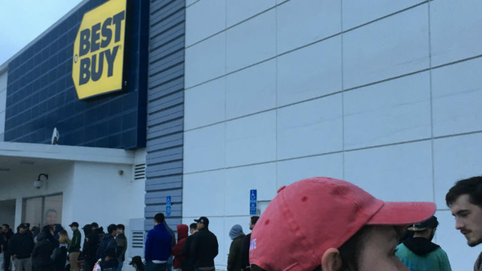 Hopeful SNES Classic Customers Face Long Lines at Target, Best Buy, and Walmart, but Most Come Away Happy