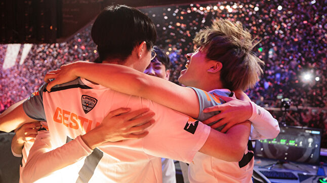 The London Spitfire have a league-high 12 players on the roster, including Evolved client 'Birdring' Ji-Hyeok Kim. It also just won the first stage of Overwatch League competition. (Image credit: Robert Paul for Blizzard Entertainment)
