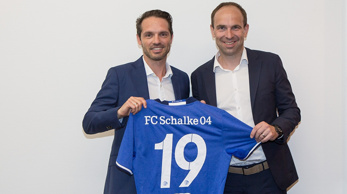 PES 2019 doesn't have Borussia Dortmund, but it does have Schalke