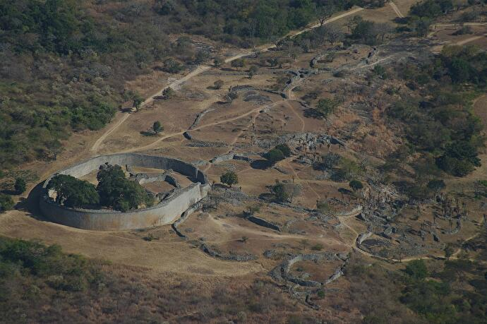 1280px_Great_zim_aerial_looking_West