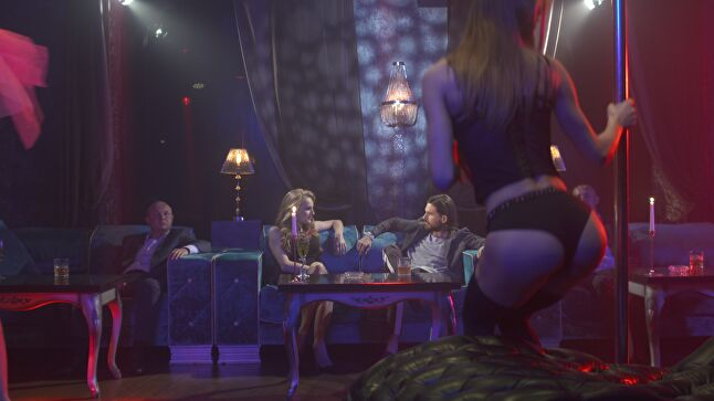 Super Seducer 2 aims to teach men how to approach women with the intention of romance, dating, or sex, but presumes that all or most women encountered in-game are 'single and available'
