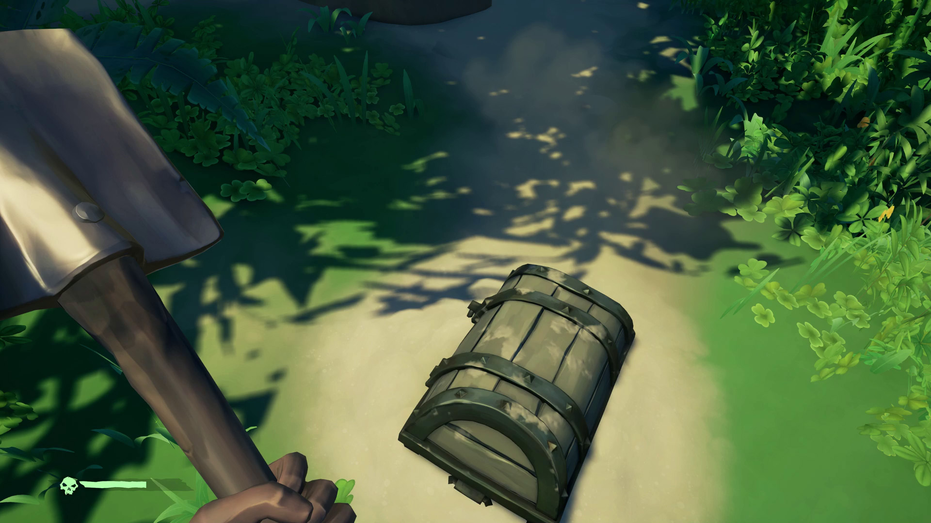 sea of thieves how to open chests