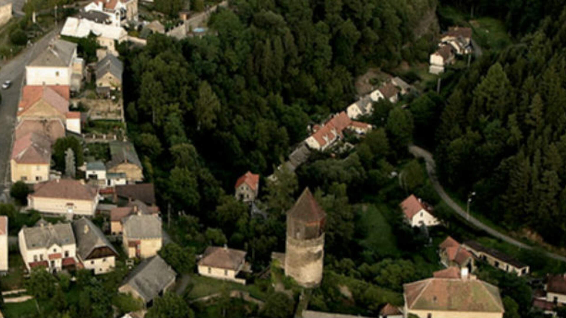 Kingdom Come: Deliverance's Town of Rattay Looks Different in Real Life, but Not by Much