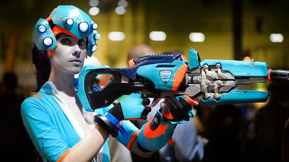 Cosplay of Widowmaker from Overwatch wearing the London Spitfire skin