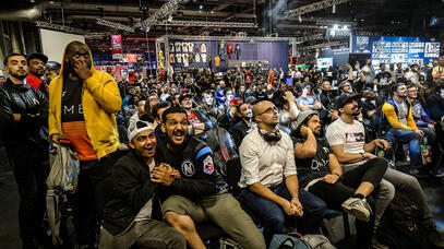 Crowd reaction at the EGX fight zone