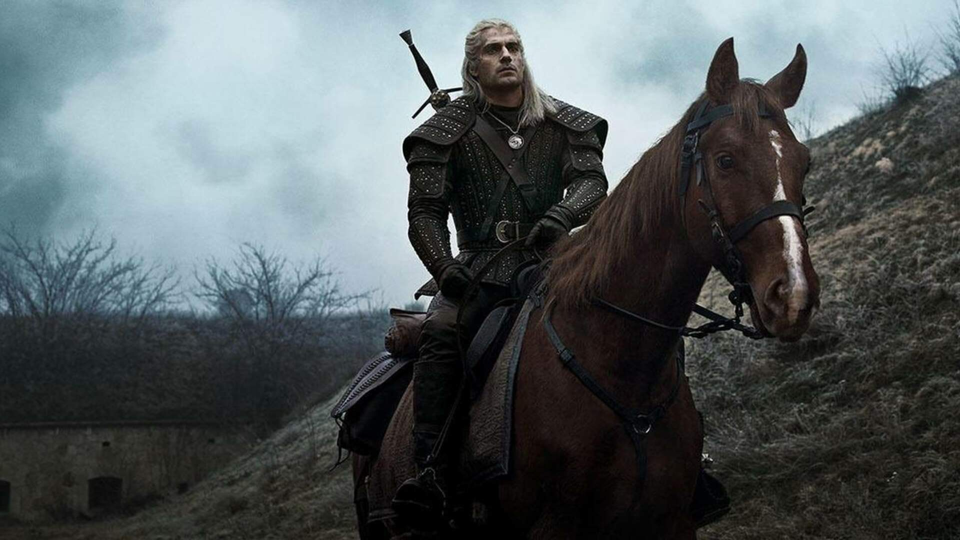 Netflix's The Witcher Shows Off Roach, Who Doesn't Seem To Glitch Onto Roofs This Time